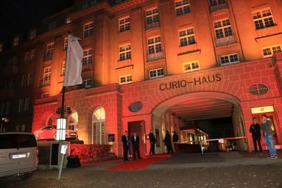 Das Curio Haus erstrahlt in aufregendem Audi-Rot