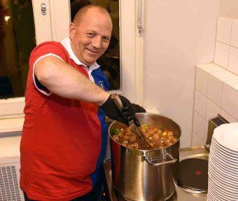 HSV Koch Mario Mosa und seine Suppe