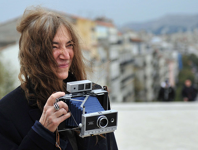 Patti-Smith-poses-with-a--008