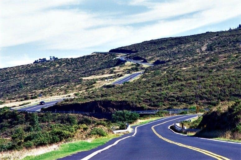 The winding road of the Hana Highway in Maui (Credit: Hawaii Tourism Japan)