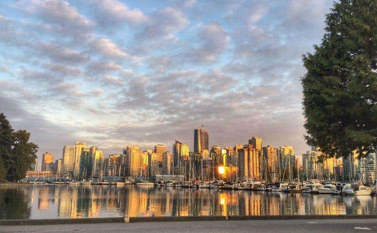 The green heart of Vancouver is one of the most popular tourist attractions in the city. How to spend an autumn day exploring Stanley Park | thetravellingmom.ca