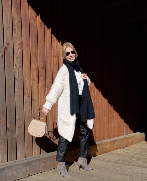 Chunky knit, leather pants and Chloé Nile bag - claudinesroom