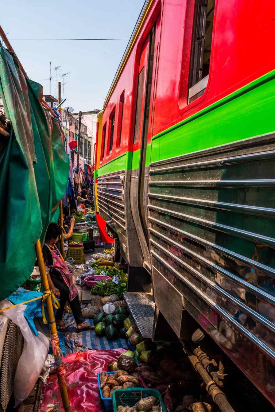 maeklong-train-market-feb-11