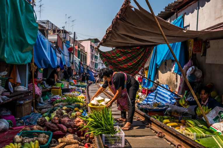 maeklong-train-market-feb-3