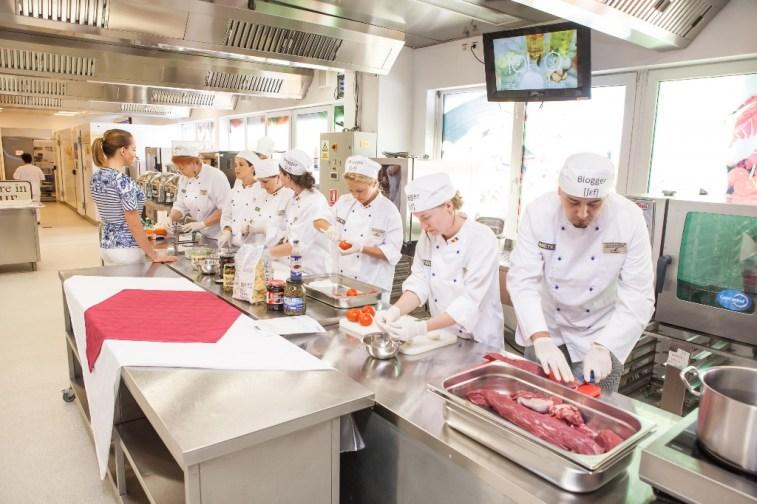 Centrul de Pregatire in Gastronomie-eveniment bloggeri 11
