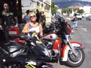 Chez Claymotorcycles.com, on ne rappellera jamais assez la joie d'avoir des copines qui viennent un peu contre balancer toute notre testo et apporter sourires et spontanéité