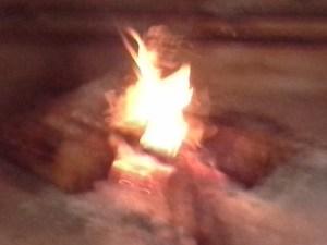 Maintenant, elle voit le feu d'une drôle de façon!
