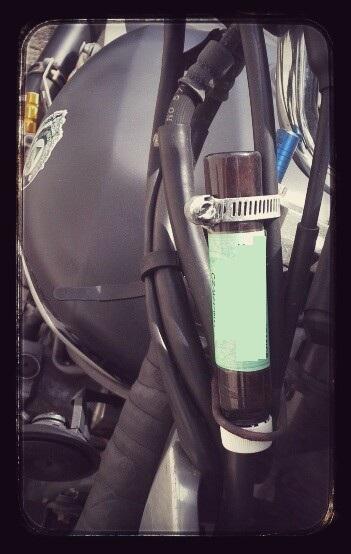 La fiole de Guarana: la marque de fabrique de la Claymotorcycle ;-)