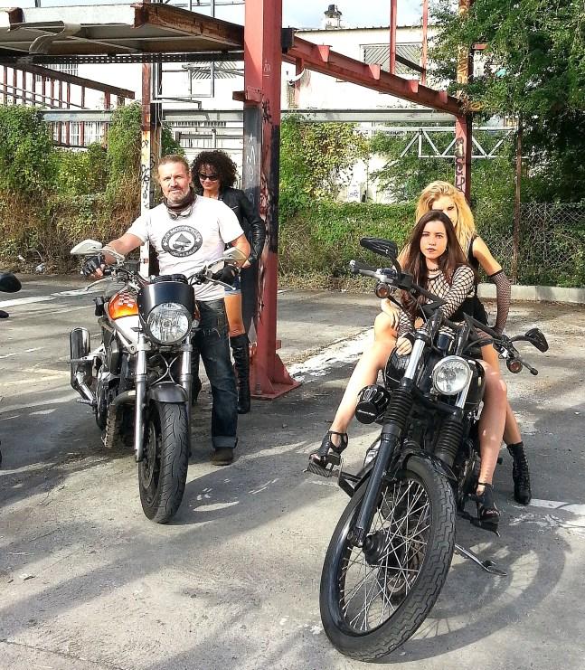 ...Clay à moto !