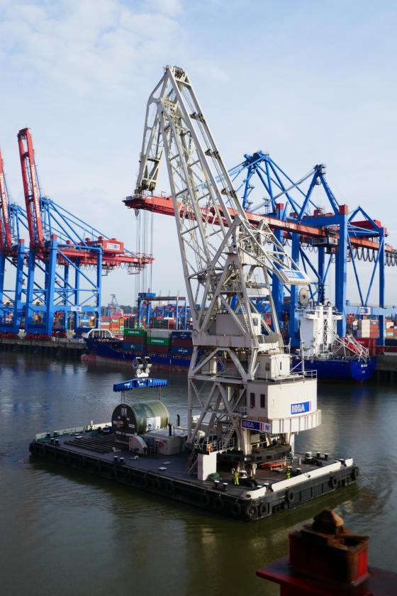 Hacklin Logistics Transshipped a 138 Ton Yankee Cylinder in Hamburg by Floating Crane via Hamburg Süd
