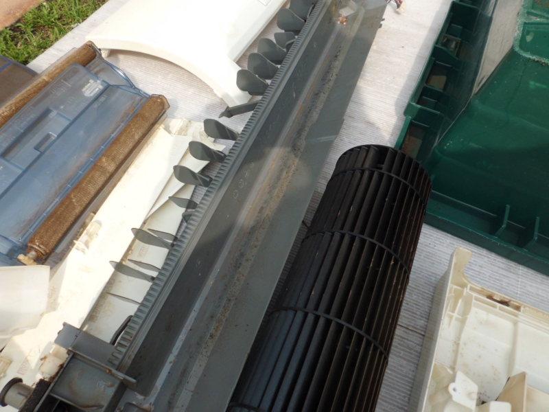 三菱霧ヶ峰お掃除機能付きエアコンの完全分解クリーニング(MSZ-SW407S)