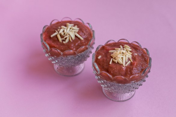 Chia Pudding mit Rhabarber-Erdbeer Mus