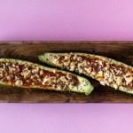 Gefüllte Zucchini mit Tomatensauce und Fetakäse