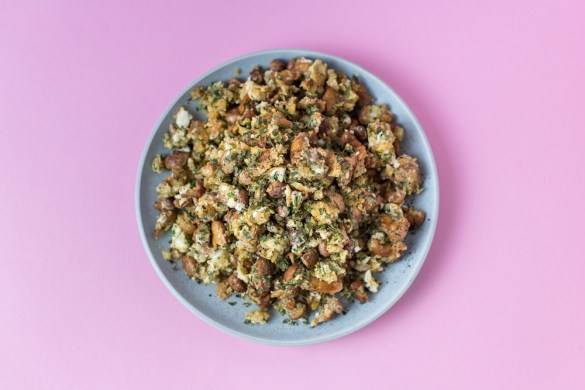 Schnelle Pilzpfanne mit glutenfreien Grieß und Ei