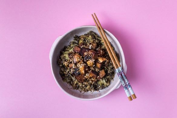 Champignons-Tofu Bowl auf Linsengemüse