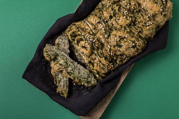 Glutenfreier Quinoa Brotzopf mit Bärlauch Pesto