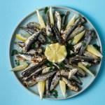 Gegrillte Sardinen mit Knoblauch-Kräuteröl aus dem Ofen