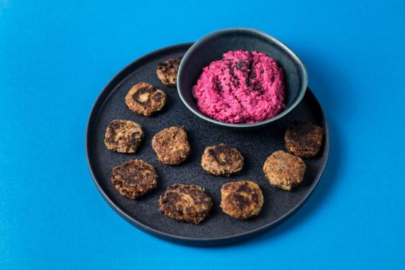 Bohnentaler mit Rote Bete Hummus