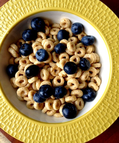 Blueberries and Honey Nut Toasted O's