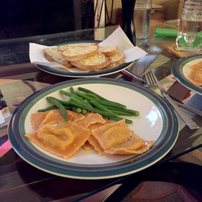 Ravioli, Green Beans and Garlic Bread