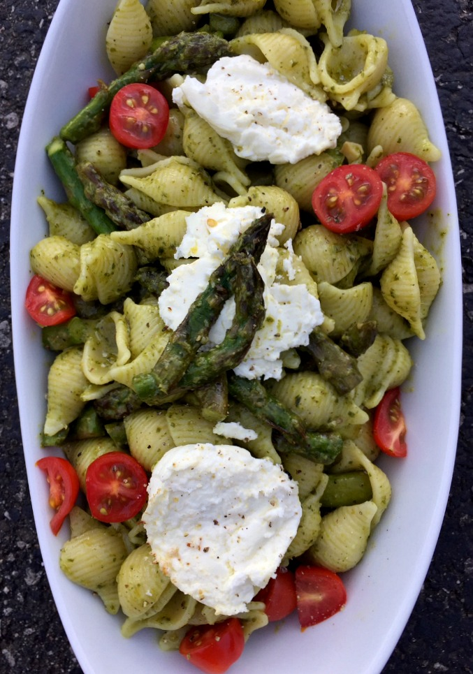 This super simple dinner is packed with flavor, roasted asparagus and tangy goat cheese.