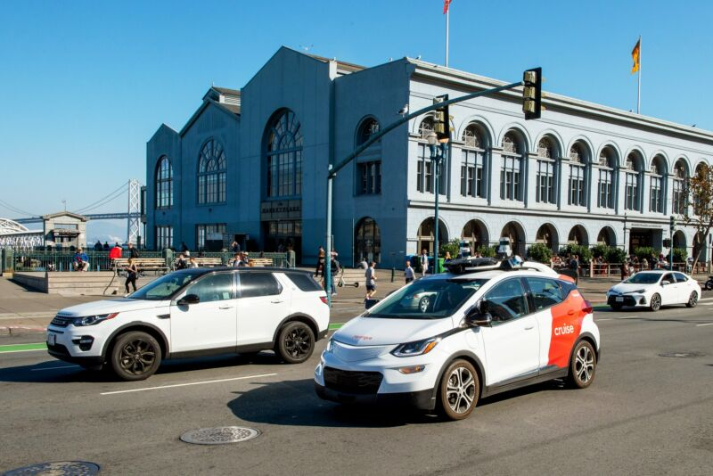 Cruise will soon hit San Francisco with no hands on the wheel