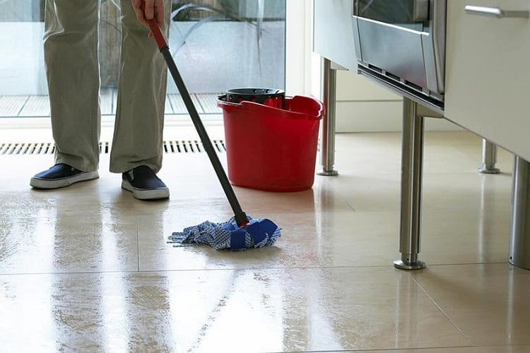 6 Tips For DIY Water Damage Cleanup 1