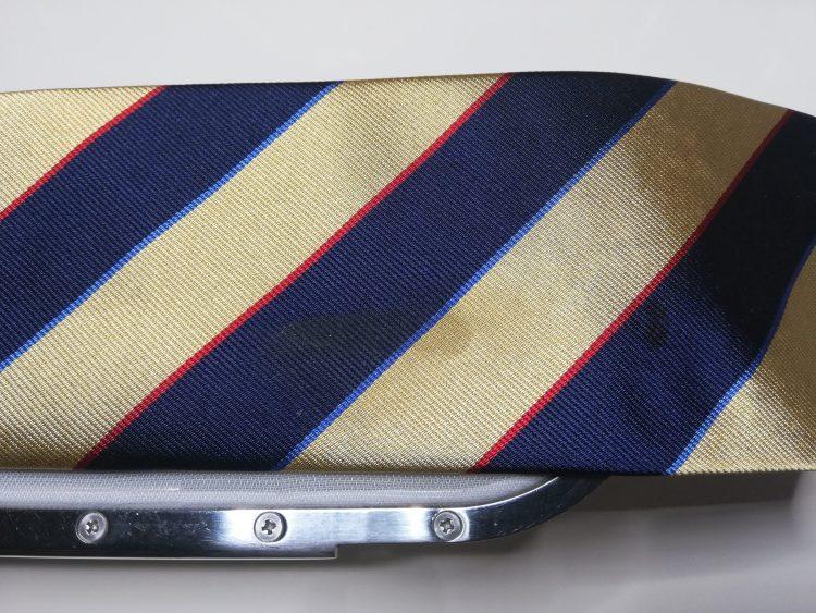ネクタイのしみぬき