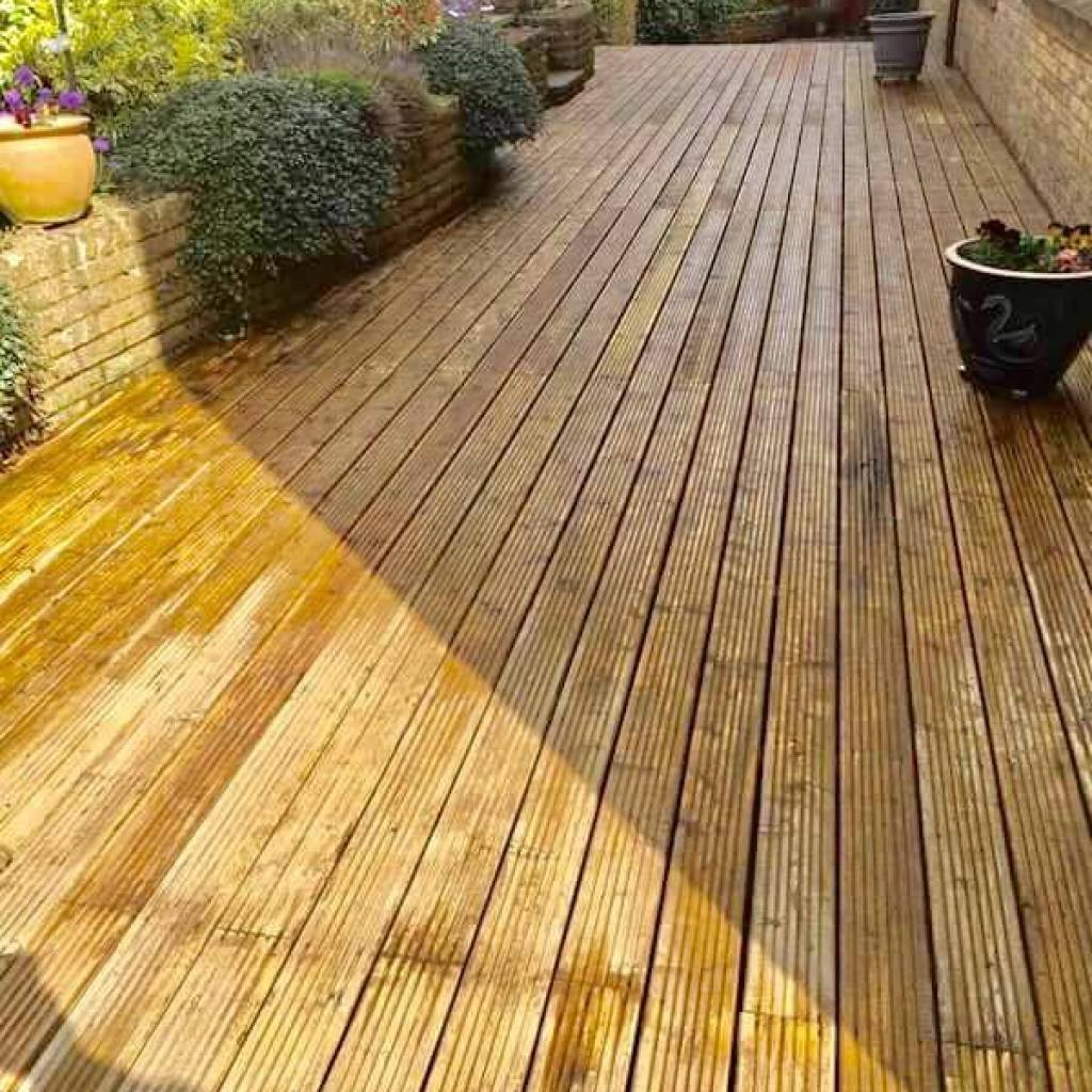 cleaning doctor decking outdoor cleaning service