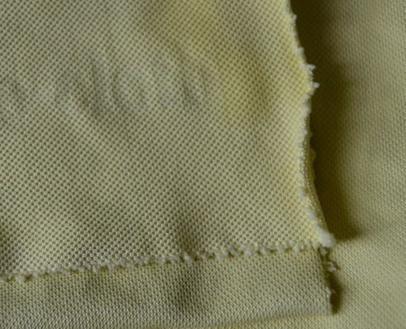 e-cloth Glass & Polishing cloth does not have a finished edge but it doesn't fall apart