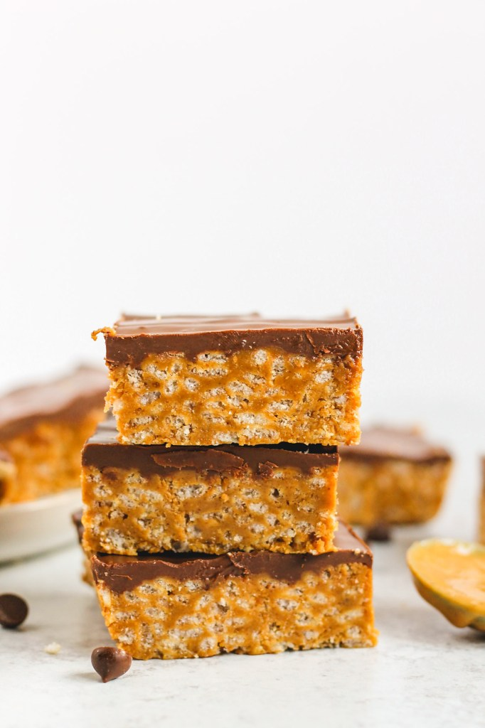 side view of 3 scotcheroo bars stacked on top of one another
