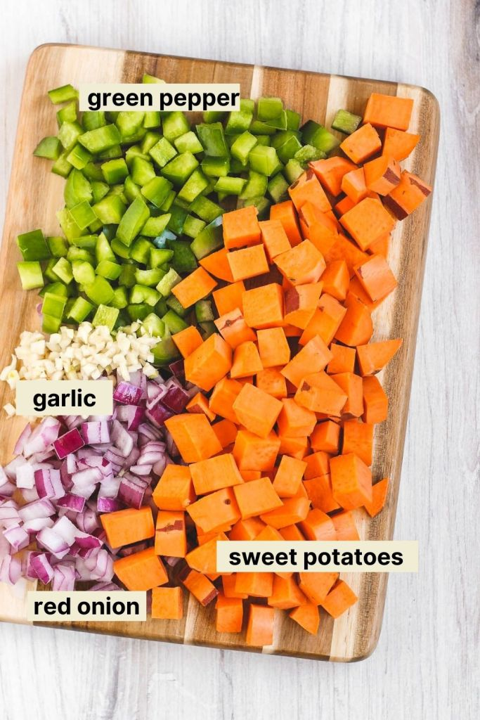 ingredients of the sweet potatoes, green pepper, garlic, and red onion used in this recipe.