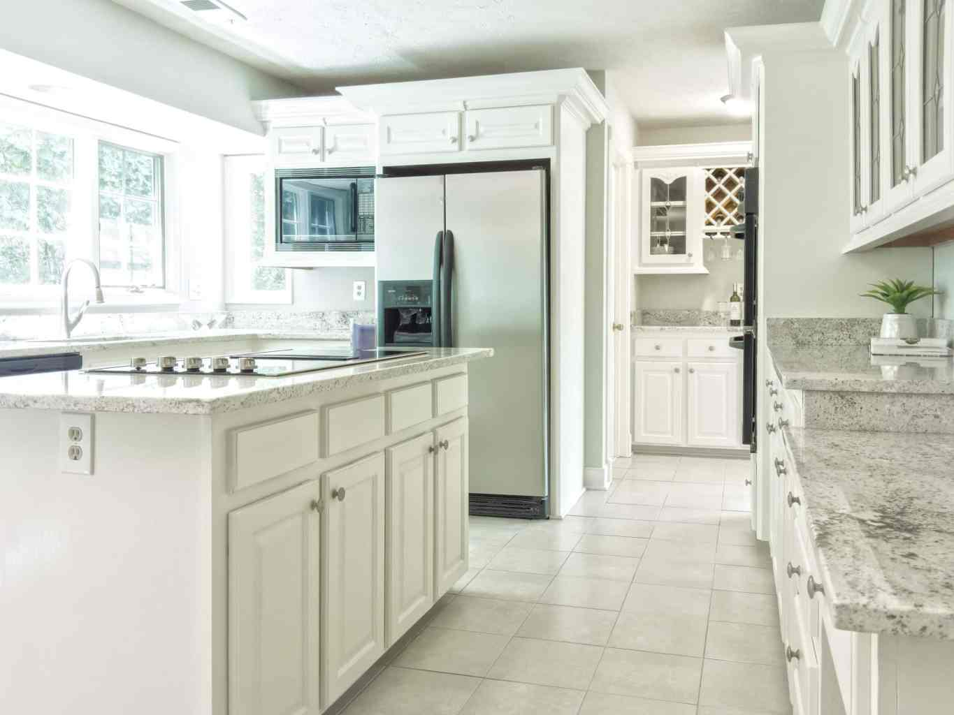 Clean and sanitized house. We provide move in move out cleanings for landlords in Chicago, IL.