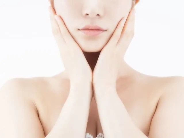 マスクファンデーションで肌に悪い状態の女性