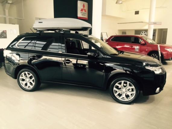 Mitsubishi-Outlander-PHEV-black-7