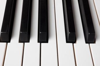 piano-keys-close-up-garry-gay