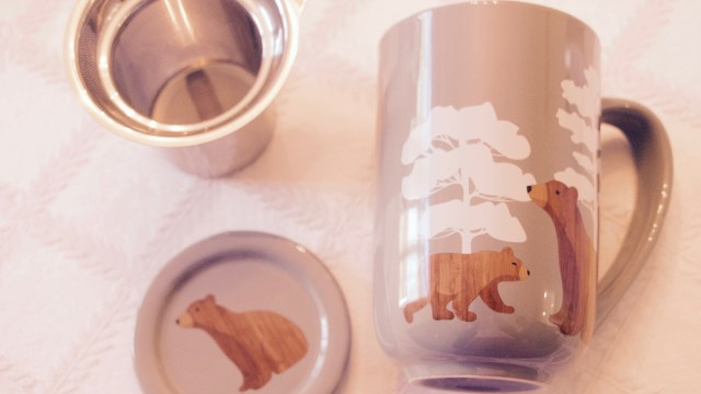 The Woodbear Nordic mug has the perfect capacity for tea lovers and a convenient infuser.