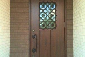 玄関の床、ドア、靴棚のすべてをたった1つのクリーナーで時短掃除