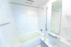 冬のお風呂のお掃除はツライ!寒さが増す前に便利なカビ取り剤でお風呂のカビ取りをしましょう!