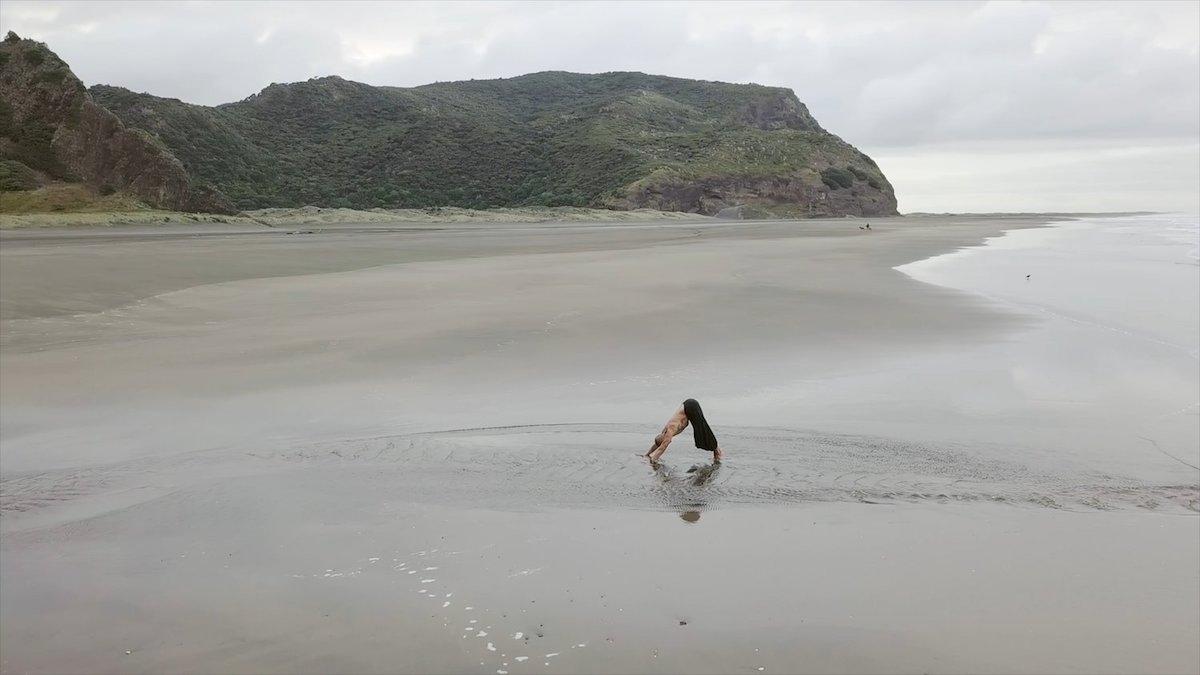 virtual yoga with Tanne Mete