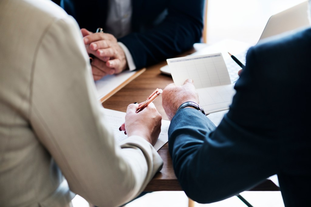 Hire a Mortgage Broker or Go Direct to Bank: Which is Better?