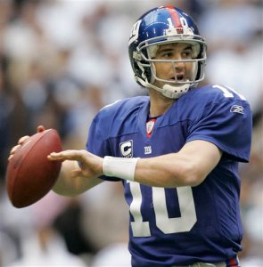New York Giants quarterback Eli Manning (10) passes in the second quarter against the Dallas Cowboys during an NFC divisional playoff football game, Sunday, Jan. 13, 2008, in Irving, Texas. (AP Photo/Tony Gutierrez)