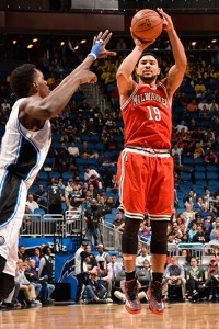 ORLANDO, FL -  JANUARY 29: Jerryd Bayless #19 of the Milwaukee Bucks shoots against the Orlando Magic during the game on January 29, 2015 at Amway Center in Orlando, Florida . NOTE TO USER: User expressly acknowledges and agrees that, by downloading and or using this Photograph, user is consenting to the terms and conditions of the Getty Images License Agreement. Mandatory Copyright Notice: Copyright 2015 NBAE (Photo by Fernando Medina/NBAE via Getty Images)