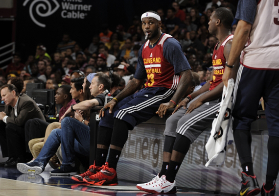 lebron-wears-zoom-soldier-8-at-wine-and-gold-scrimmage