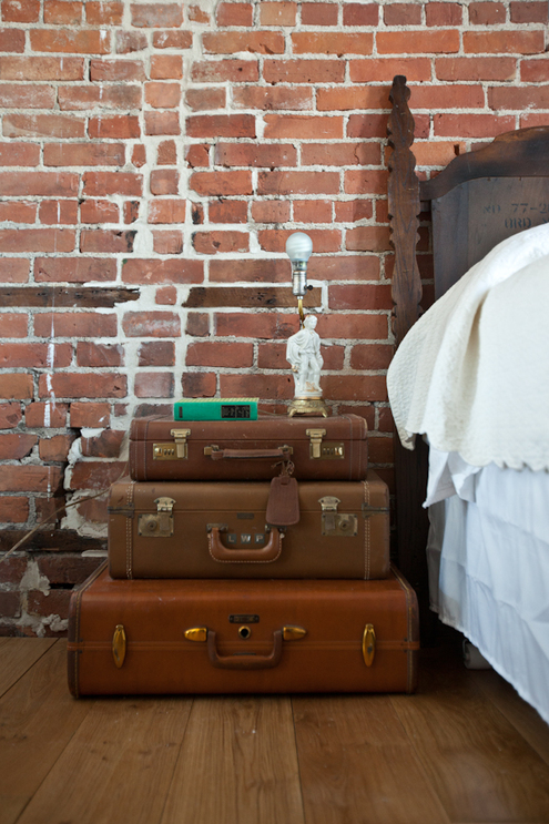 Table de nuit diy vieille valise malle vintage.