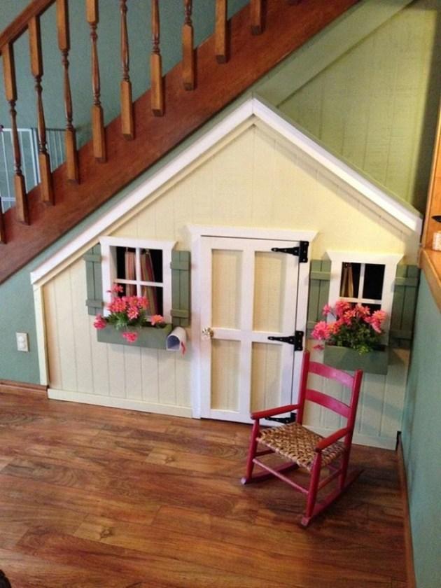 maison cabane enfant amenager sous escalier espace jeu