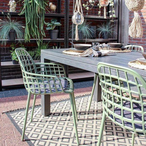 nuance de vert chaise exterieur design fauteuil gris vert d'eau blog déco clemaroundthecorner