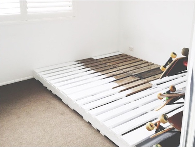 comment faire un lit en palette blanc cosy boho bohème décoration peinture blanche clemaroundthecorner blog déco