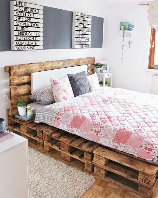 comment faire un lit en palette décoration housse de couette rose rayures clemaroundthecorner blog déco