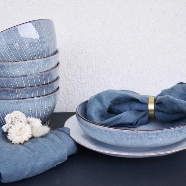 vaisselle scandinave bleu bol assiette rond serviette doré déco table